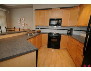 """Photo 4: 35 16760 61ST Avenue in Surrey: Cloverdale BC Townhouse for sale in """"Harvest Landing"""" (Cloverdale)  : MLS®# F2927875"""