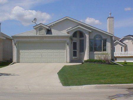 Main Photo: 120 High Ridge Road: Residential for sale (Royalwood)  : MLS®# 2304157