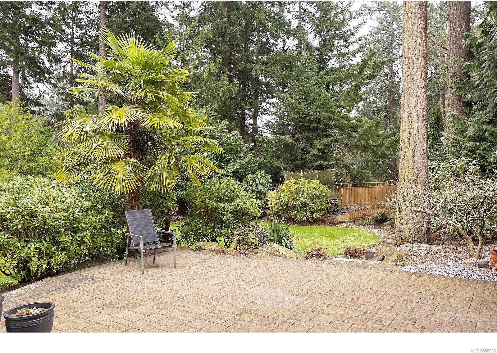 Photo 13: Photos: 5302 Sayward Hill Cres in : SE Cordova Bay House for sale (Saanich East)  : MLS®# 866083