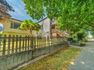 Photo 4: 950 E 17TH AVENUE in Vancouver: Fraser VE House for sale (Vancouver East)  : MLS®# R2601203