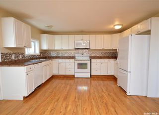 Photo 2: 945 Stadacona Street East in Moose Jaw: Hillcrest MJ Residential for sale : MLS®# SK857131