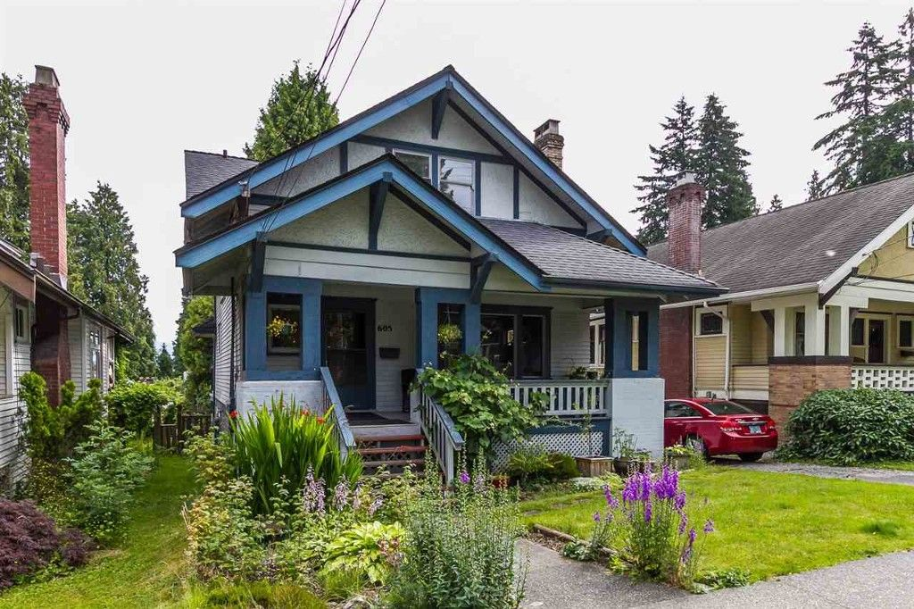Main Photo: 605 First Street in New Westminster: House for sale : MLS®# R2108019