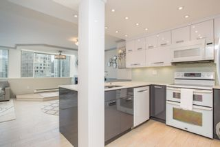 """Photo 3: 702 1270 ROBSON Street in Vancouver: West End VW Condo for sale in """"ROBSON GARDENS"""" (Vancouver West)  : MLS®# R2534930"""