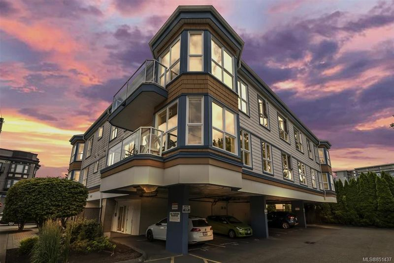 FEATURED LISTING: 202 - 1053 Balmoral Rd