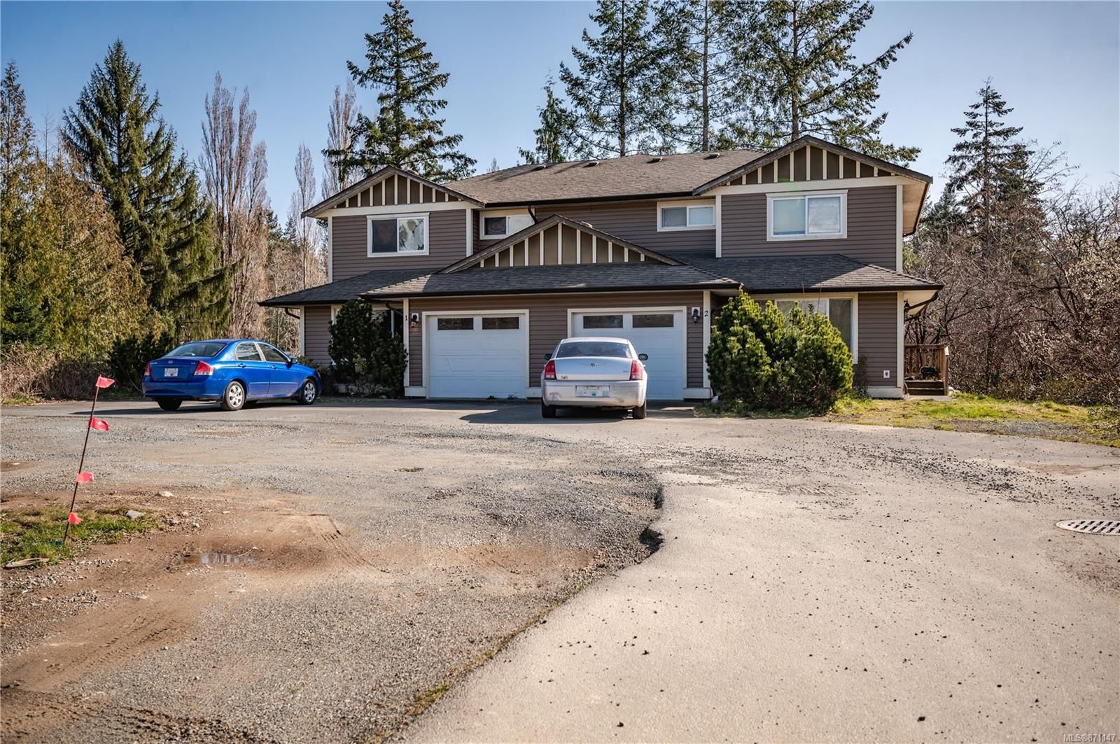 Main Photo: 325 Petersen Rd in : CR Campbell River West Full Duplex for sale (Campbell River)  : MLS®# 871147