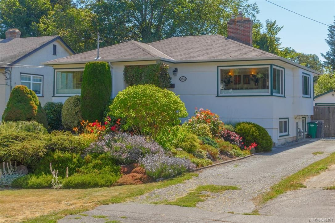 Main Photo: 2857 Rockwell Ave in : SW Gorge House for sale (Saanich West)  : MLS®# 845491