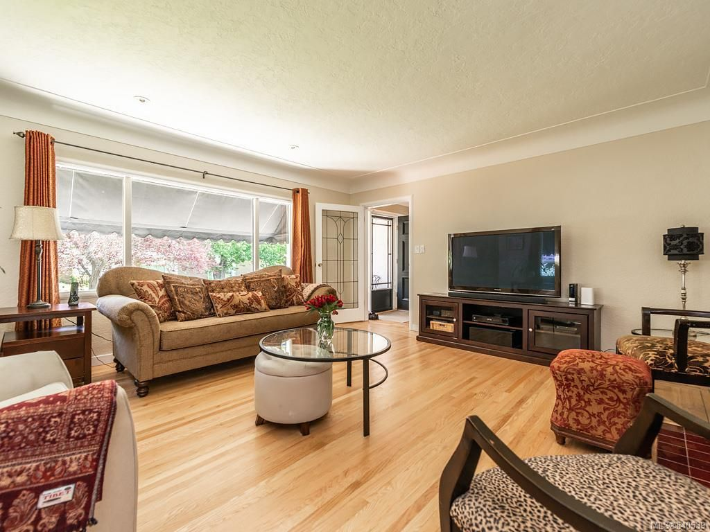 Photo 2: Photos: 2232 Cranmore Rd in Oak Bay: OB North Oak Bay House for sale : MLS®# 840539