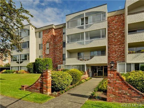 Main Photo: 304 1040 Rockland Ave in VICTORIA: Vi Downtown Condo for sale (Victoria)  : MLS®# 739026