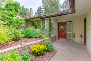 """Photo 6: 3655 LYNNDALE Crescent in Burnaby: Government Road House for sale in """"Government Road Area"""" (Burnaby North)  : MLS®# R2388114"""