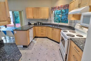 Photo 4: 1 4341 Crownwood Lane in VICTORIA: SE Broadmead Row/Townhouse for sale (Saanich East)  : MLS®# 833554