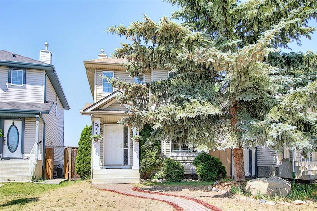 Main Photo: 35 Covington Close NE in Calgary: Coventry Hills Detached for sale : MLS®# A1124592