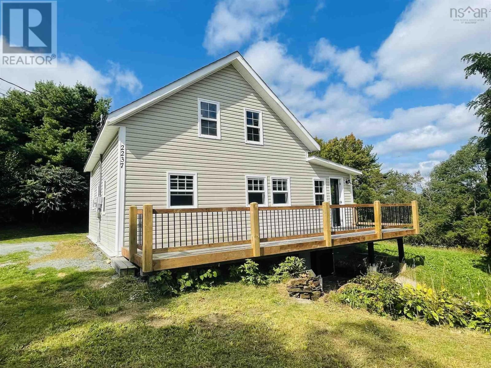 Main Photo: 2237 CONQUERALL Road in Conquerall Bank: House for sale : MLS®# 202124424