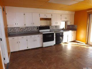 Photo 3: 802 Henry Street in Estevan: Residential for sale : MLS®# SK803393