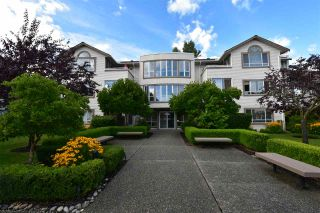 Photo 2: 104 15991 THRIFT Avenue: White Rock Condo for sale (South Surrey White Rock)  : MLS®# R2489488