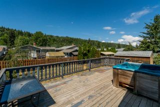 Photo 2: 4535 VALLEY Crescent in Prince George: Foothills House for sale (PG City West (Zone 71))  : MLS®# R2383529