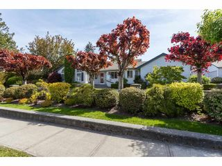 Photo 2: 101 1744 128 STREET in Surrey: Crescent Bch Ocean Pk. Townhouse for sale (South Surrey White Rock)  : MLS®# R2367189