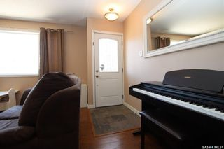 Photo 2: 414 Witney Avenue North in Saskatoon: Mount Royal SA Residential for sale : MLS®# SK852798