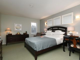 Photo 11: 1065 Redfern St in : Vi Fairfield East House for sale (Victoria)  : MLS®# 861808