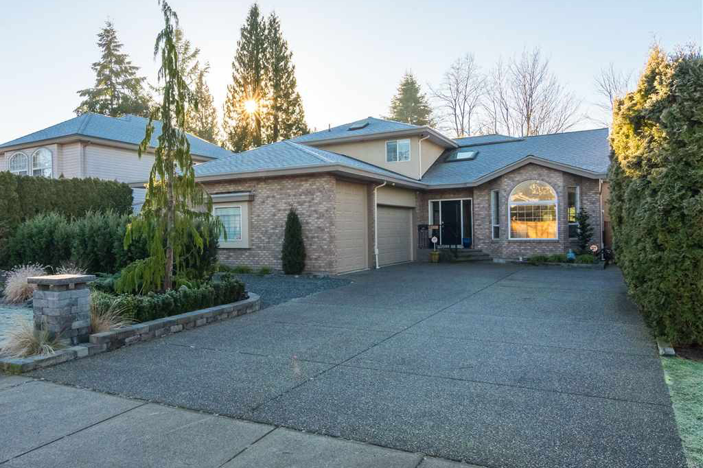 Main Photo: 21010 44 Avenue in Langley: Brookswood Langley House for sale : MLS®# R2340688