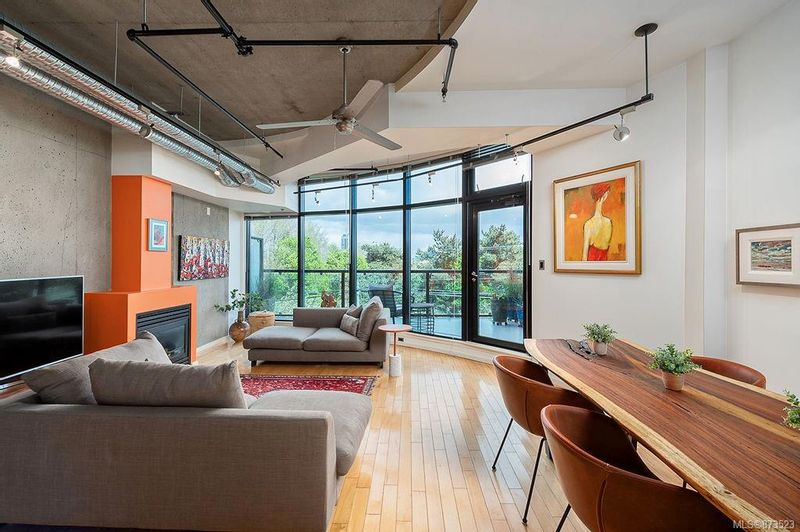 FEATURED LISTING: 303 - 21 Erie St