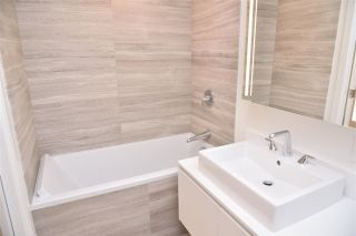 """Photo 6: 3811 1480 HOWE Street in Vancouver: Yaletown Condo for sale in """"VANCOUVER HOUSE BY WESTBANK"""" (Vancouver West)  : MLS®# R2543232"""
