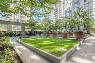 "Photo 1: 808 969 RICHARDS Street in Vancouver: Downtown VW Condo for sale in ""MONDRIAN II"" (Vancouver West)  : MLS®# R2332263"