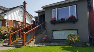 Photo 3: 2676 E 4TH Avenue in Vancouver: Renfrew VE House for sale (Vancouver East)  : MLS®# R2446937