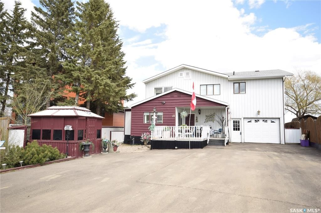 Main Photo: 11 McMillan Crescent in Blackstrap Shields: Residential for sale : MLS®# SK863935