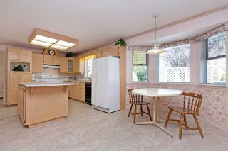 """Photo 5: 10128 158TH Street in Surrey: Guildford House for sale in """"Guildford"""" (North Surrey)  : MLS®# R2353122"""