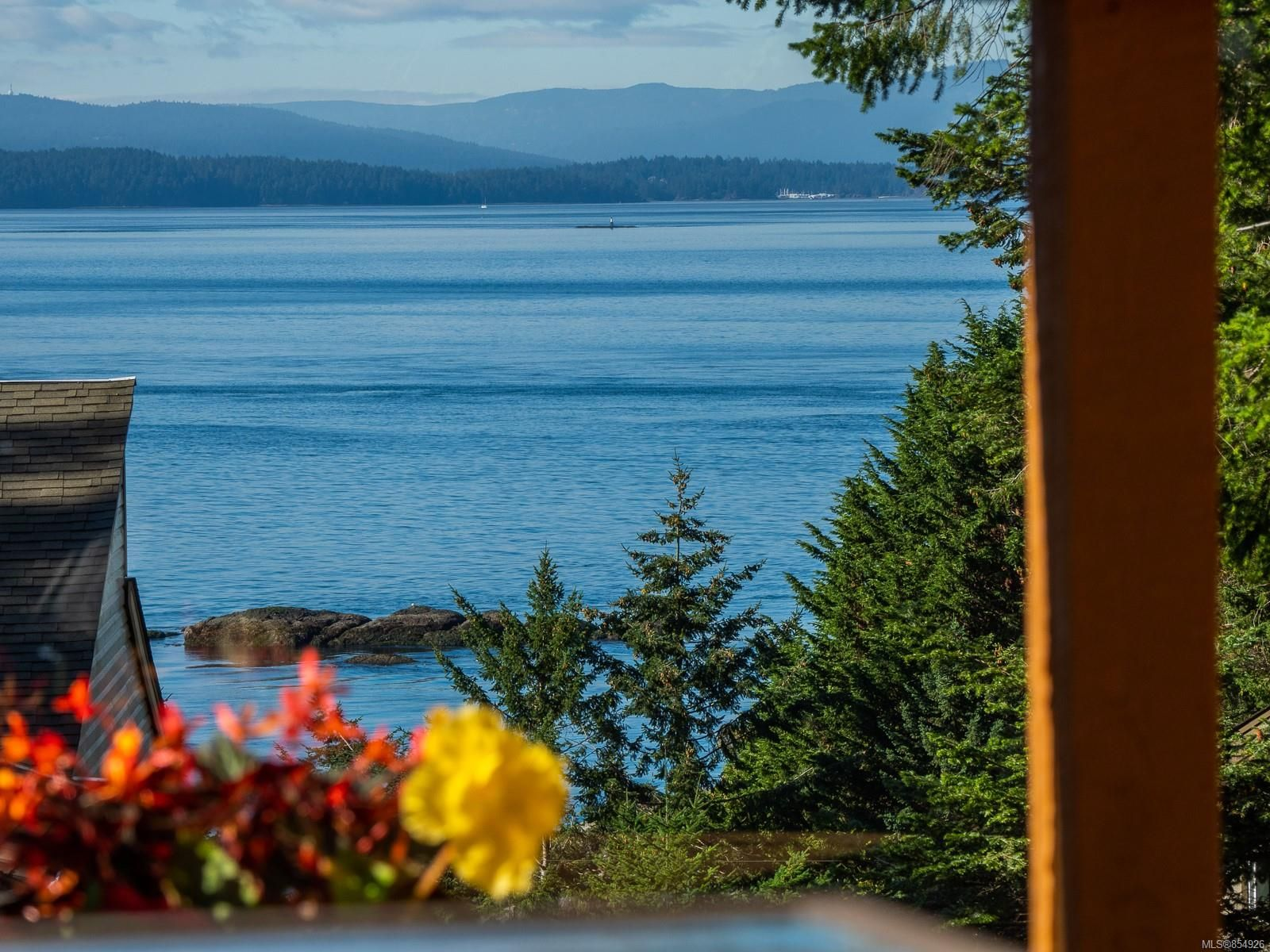 Main Photo: 3721 Privateers Rd in : GI Pender Island House for sale (Gulf Islands)  : MLS®# 854926