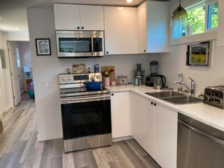 """Photo 12: 177 1413 SUNSHINE COAST Highway in Gibsons: Gibsons & Area Manufactured Home for sale in """"THE POPLARS"""" (Sunshine Coast)  : MLS®# R2604177"""
