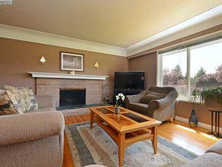 Photo 2: 1075 Gosper Cres in VICTORIA: Es Kinsmen Park House for sale (Esquimalt)  : MLS®# 788714