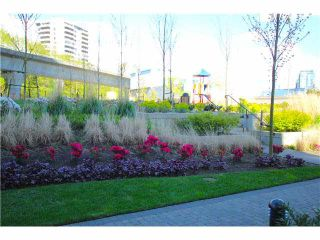 """Photo 7: 302 2200 DOUGLAS Road in Burnaby: Brentwood Park Condo for sale in """"AFFINITY BY BOSA"""" (Burnaby North)  : MLS®# V1116583"""