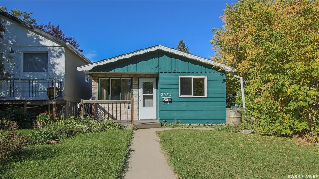 Main Photo: 2034 Queen Street in Regina: Cathedral RG Residential for sale : MLS®# SK871200