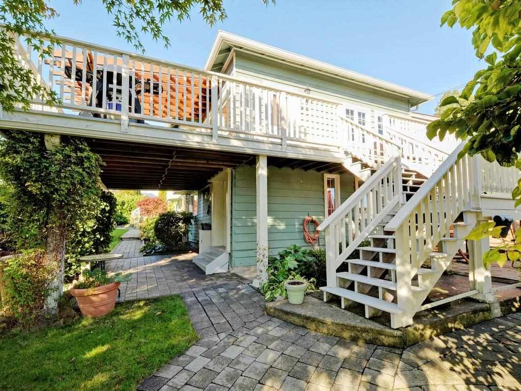Photo 3: Photos: 728 E 7TH Street in North Vancouver: Queensbury House for sale : MLS®# R2114157