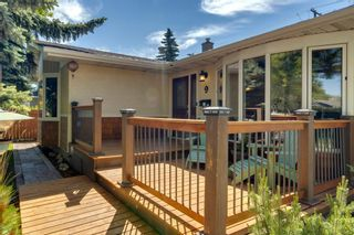 Photo 3: 9 Waskatenau Crescent SW in Calgary: Westgate Detached for sale : MLS®# A1119847