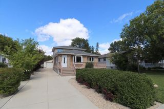 Photo 2: 215 Hindley Avenue in Winnipeg: Residential for sale (2D)  : MLS®# 202022553