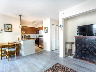 """Photo 5: 803 813 AGNES Street in New Westminster: Downtown NW Condo for sale in """"The News"""" : MLS®# R2435309"""