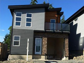 Photo 1: 911 Nel Hamerton Pl in VICTORIA: La Florence Lake House for sale (Langford)  : MLS®# 676435