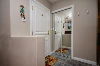Photo 2: 202 2310 Trent St in Victoria: Vi Jubilee Condo for sale : MLS®# 844141