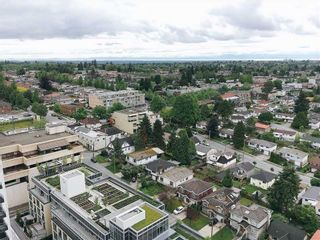 """Photo 11: 2308 5515 BOUNDARY Road in Vancouver: Collingwood VE Condo for sale in """"WALL CENTRE CENTRAL PARK"""" (Vancouver East)  : MLS®# R2173555"""