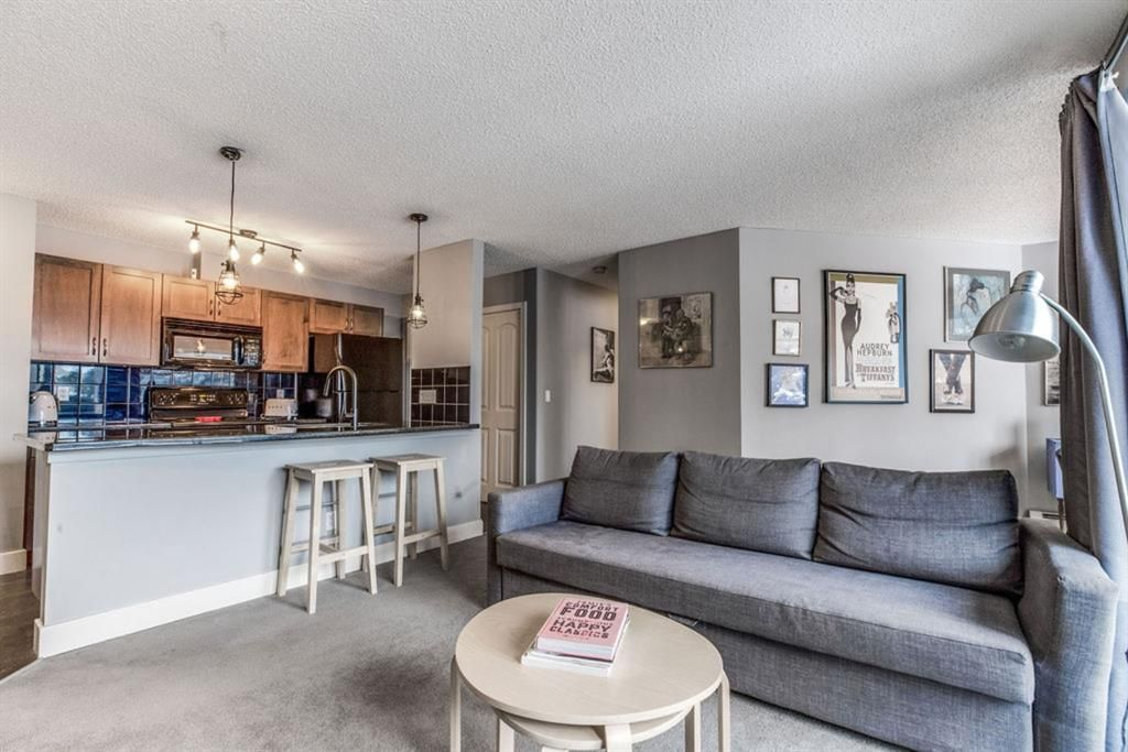 Main Photo: 2 105 Village Heights SW in Calgary: Patterson Apartment for sale : MLS®# A1071002
