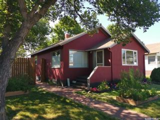 Photo 1: 312 4th Avenue Northeast in Swift Current: North East Residential for sale : MLS®# SK846196