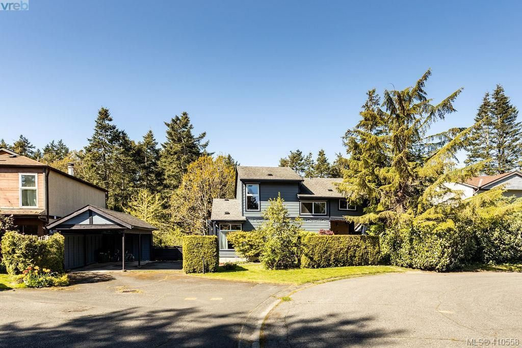 Main Photo: 685 Daffodil Ave in VICTORIA: SW Marigold House for sale (Saanich West)  : MLS®# 813850
