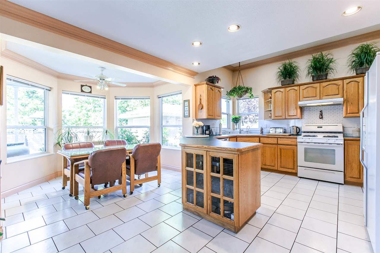 Photo 7: Photos: 21709 44 Avenue in Langley: Murrayville House for sale : MLS®# R2108375