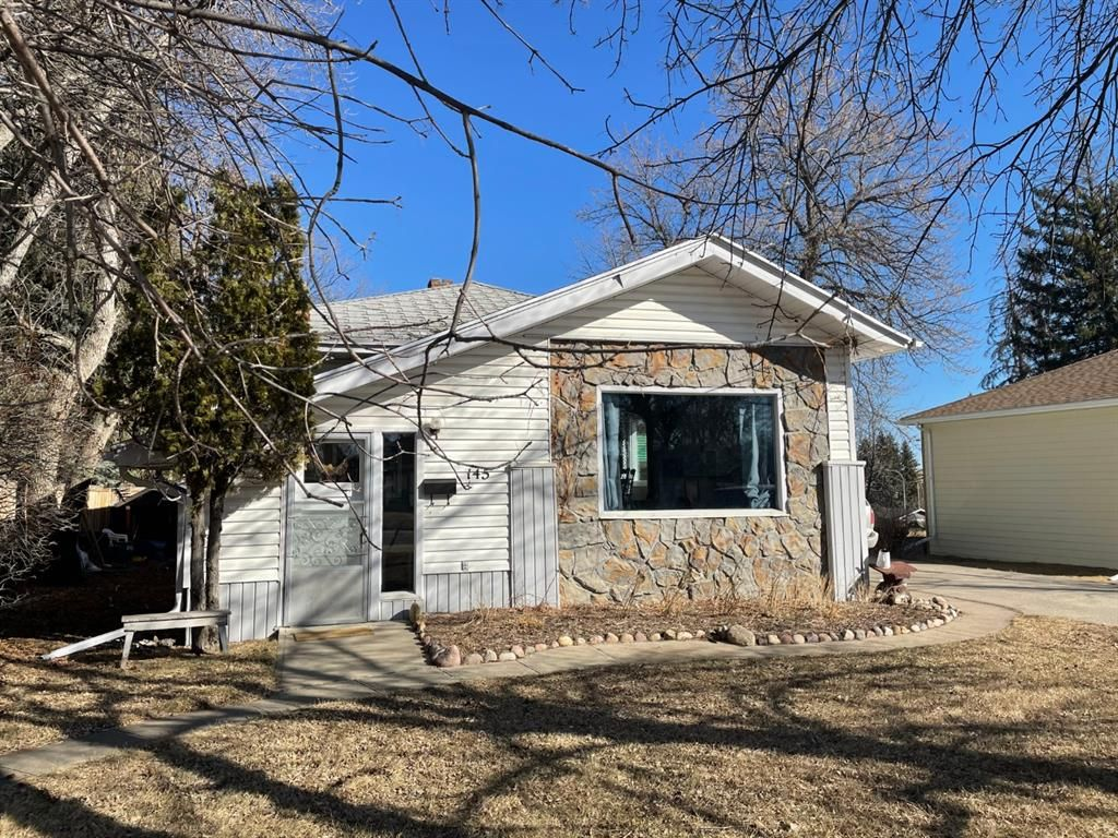Main Photo: 145 S 1 Street W in Magrath: NONE Residential for sale : MLS®# A1080027