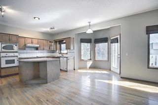 Photo 8: 112 Mt Alberta View SE in Calgary: McKenzie Lake Detached for sale : MLS®# A1082178