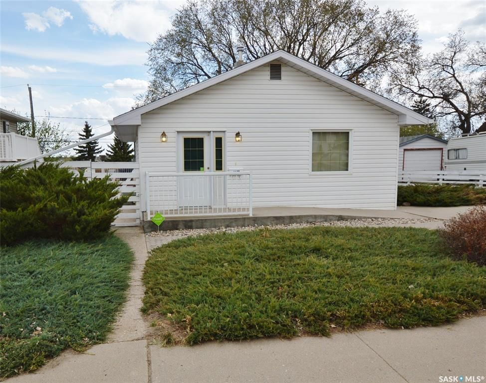 Main Photo: 1129 ATHABASCA Street West in Moose Jaw: Palliser Residential for sale : MLS®# SK860342