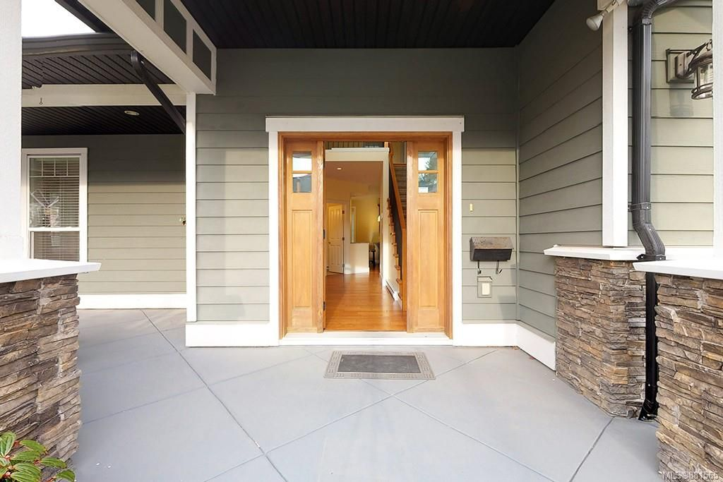 Photo 2: Photos: 990 Arngask Ave in : La Bear Mountain House for sale (Langford)  : MLS®# 881565