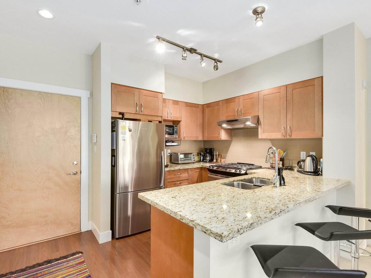Photo 5: Photos: 106 2601 WHITELEY COURT in North Vancouver: Lynn Valley Condo for sale : MLS®# R2186381